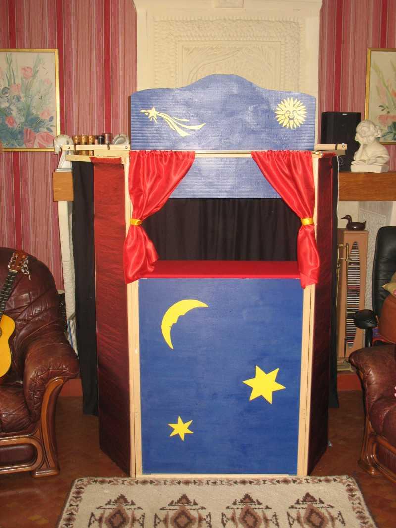 tout beau le castelet des marionnettes suite tout petits. Black Bedroom Furniture Sets. Home Design Ideas